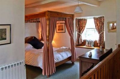 holiday cottages to reserve for bedrooms with a 4 poster bed